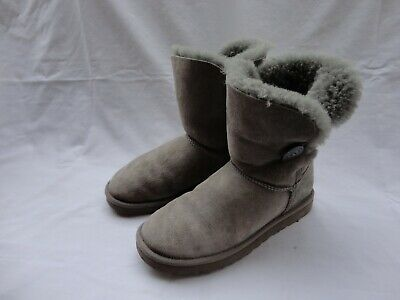 ce6e276e3b0 UGG BAILEY BUTTON 5803 Gray Suede Wood-Button Closure Women's Boots Size 8  med