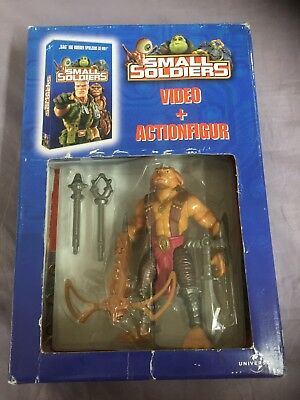 Small Soldiers Video VHS + Actionfigur Archer Pack Ovp Universal Kenner 1998