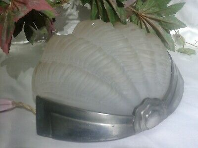 ORIGINAL 1930s ART DECO CHROME & FROSTED GLASS ODEON STYLE CLAM SHELL WALL LIGHT