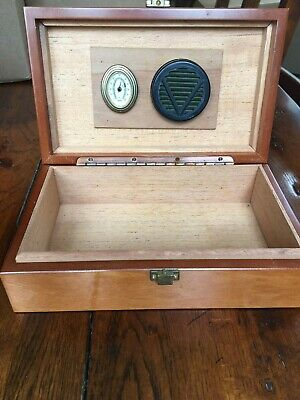 VTG Wood Humidor with Brass Latch