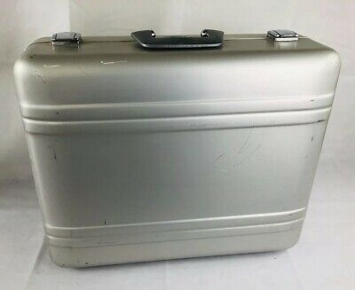 0c6454896 HALLIBURTON 109 (26 X 18 X 8.5 inch) SILVER, COMBINATION LOCK, with ...