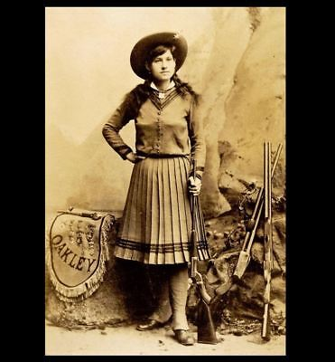 Young Annie Oakley PHOTO Portrait Holding Rifle Buffalo Bill Cody Wild West Show