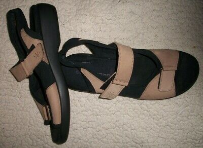 ad023a08839 WOMENS CLARKS SPRINGERS Tan   Black Fabric Ankle Strap Sandals--Sz 9 ...