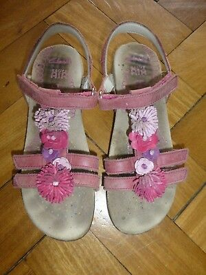 Clarks Active Air size 1 pink sandles with flowers (please look at all pictures)