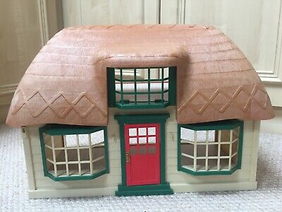 Sylvanian Families Meadowcroft Cottage And Furniture
