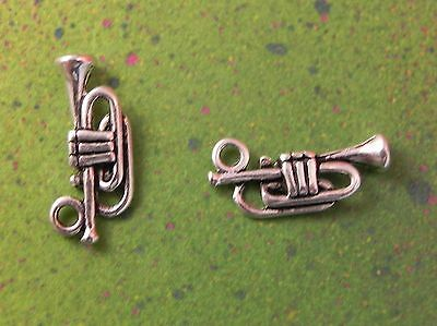 4 Trumpet charms silver tone MN68
