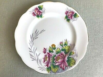 """Royal Albert Flower of the Month Series 8.25"""" Plate Water Lily No. 7 England"""