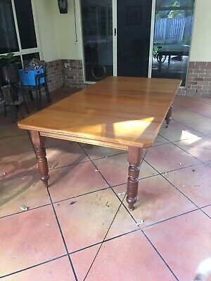 Antique dinning table (Victorian turn leg, Wheels and extension table)