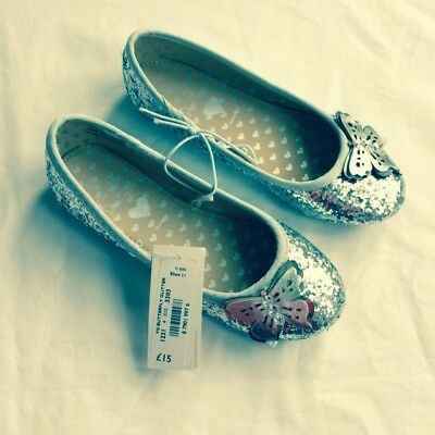 Size 11 Bnwt Girls Silver Christmas Party Shoes . Cost £15 From Debenhams.