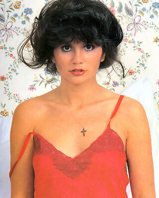 8x10 photo Linda Ronstadt pretty sexy 1960s-1970s pop and country singer, posed