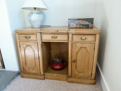 Pretty Antique Pine sideboard/washstand in good condition