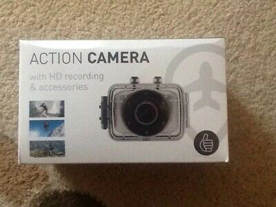 Waterproof HD  720p Action Camera. Full Accessories +8GB SD Car