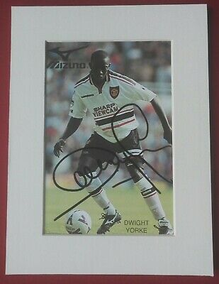 DWIGHT YORKE MANCHESTER UNITED SIGNED PHOTO CARD 8 x 6 MOUNT FOOTBALL AUTOGRAPH