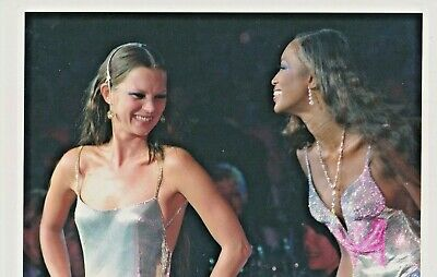 Naomi CAMPBELL Kate MOSS  Photo Presse VERSACE FASHION SHOW 1999