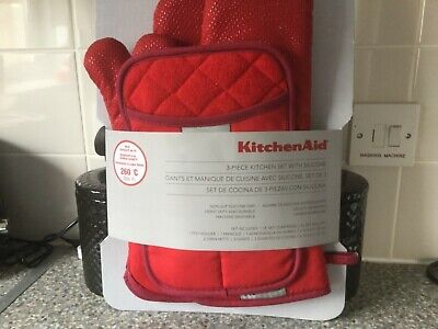 Kitchen Aid 3-Piece Kitchen Set With Silicone, 1 Pot Holder & 2 Oven Mitts, Red