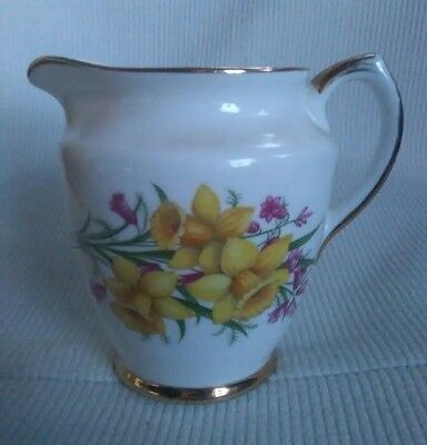 Lovely Lubern Bone China 22kt Gold England Daffodil Decorated Jug