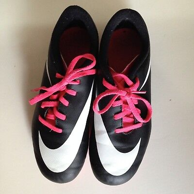 Nike Soccer Cleats Boys or Girls size 2.5 Y Youth Sports Shoes Sneakers