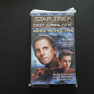 Vintage Star Trek Dsn Devil In The Sky Paperback Book Novel (1995)