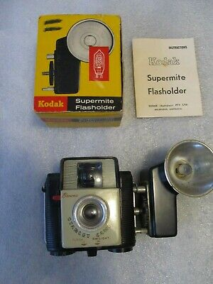 1950/60's VINTAGE KODAK Brownie STARLET CAMERA, (127 Film) & Flash holder in box