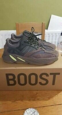 c8c7e6bf9bb1a ADIDAS YEEZY 700 Kanye West Trainers Size UK 10 - Muave   Brown ...