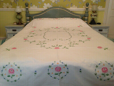 VINTAGE HAND EMBROIDERED BEDSPREAD ~ BEAUTIFUL PINK ROSES and ROSE BUDS