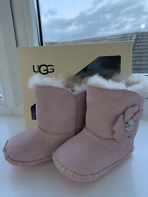 dbba8f552ea BABY GIRL ERIN Ugg Boots Size 2 - £10.00 | PicClick UK