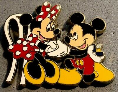 e70ad9da826 Disney Wdw Mickey Mouse Proposing To Minnie Mouse On One Knee Engagement Pin