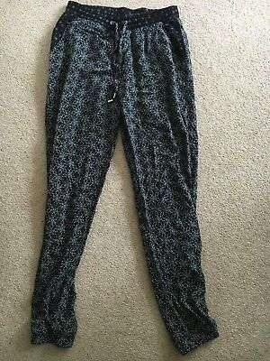Girls/ Ladies New Look Black Patterened Trousers Size 8