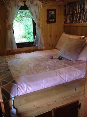 Shepherds Hut 2 Night short breaks- 2 people-£150 -  Indoor toilet sink & shower
