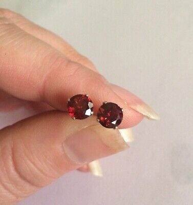 Clean high quality natural Red Garnet 4mm 14K yellow gold claw stud earrings 💋