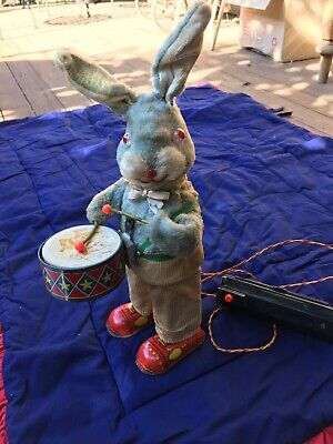 Drummer rabit 1950's. Battery operated.