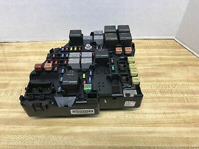 2005 2006 2007 Cadillac STS GM OEM 25774213 Fuse Relay Box