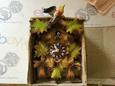 Vintage Wooden Pretty Cuckoo Clock With Moveable Birds Bnib