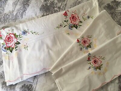 VINTAGE EMBROIDERED ITALIAN KING SIZE SHEET 224 wide x 260cm  long 2 pillowcases