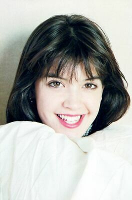 A Phoebe Cates Cute Short Black Hair 8x10 Picture Celebrity Print