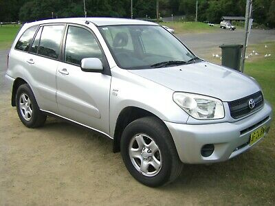 Rav4 Toyota 2005 2.4L Great car  5 speed manual. 12 months rego. Good body