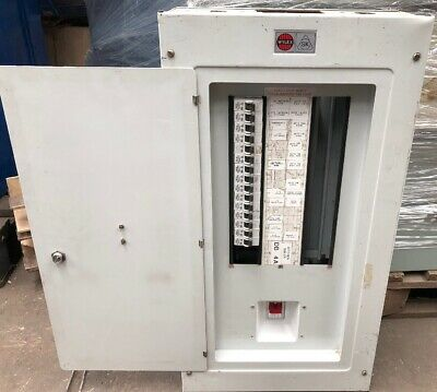 Wylex SK 12-Way MCB Distribution Board 3-Phase WITH 100Amp Main Switch 910