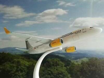 Herpa Wings 1:200 Snap Fit 610889-001  Vueling A320 EC-MES 20.00cm mit standfuss