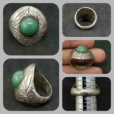 Beautiful vintage solid silver with old jade stone lovely ring