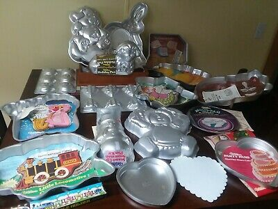 Lot Vtg 19 Wilton Cake Pans Very Good condition