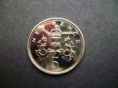 1971 Proof 5P Piece Housed In A New Capsule.1971 Proof Five Pence Coin Capsuled.