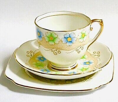 "Roslyn English vintage china tea cup saucer set pattern ""Barrie"""