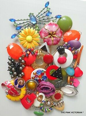 COLORFUL 30pc VINTAGE JEWELRY CRAFT LOT,FLOWERS,MIXED MEDIA ART,BOUQUET,JEWELRY