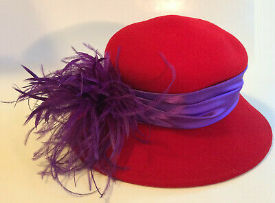 VTG Vogue Red Hat Society Club Ladies Face With Fur Style Hat Brooch Pin NIP
