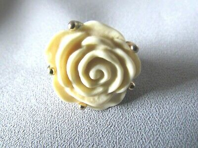 Open  Floral Design Cream Colored Setting  Gold Tone  Ring 5 1/4