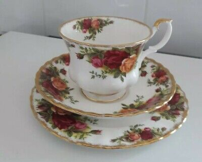 Vintage Royal Albert Trio Tea Cup Saucer Plate Old Country Roses. 1st quality