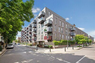 *Great Opportunity To Secure Large Top Floor 3 Bed Apartment - Stepney Green E1*