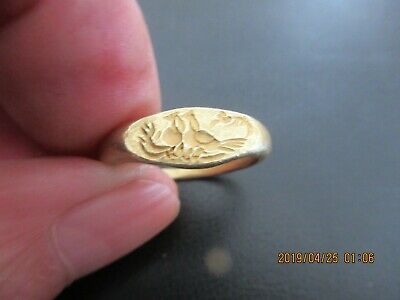 very rare solid gold high carat Roman period ring depicting two peacocks
