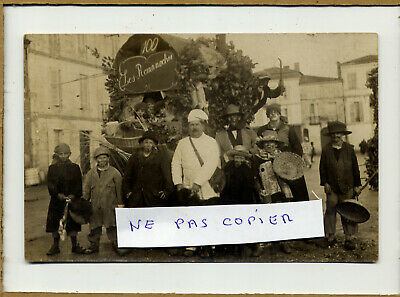 33	BOURG SUR GIRONDE	Rare carte photo Cavalcade à Bourg. Légende manuscrite inte