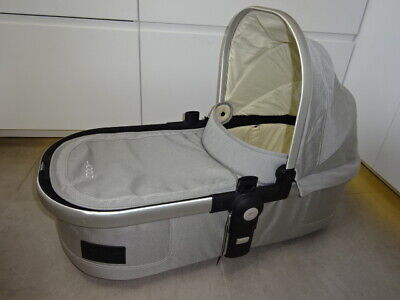 JOOLZ Day Earth CARRYCOT with mattress apron hood frame, Bassinet in Grey
